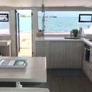 Leopard 40 catamaran salon interor