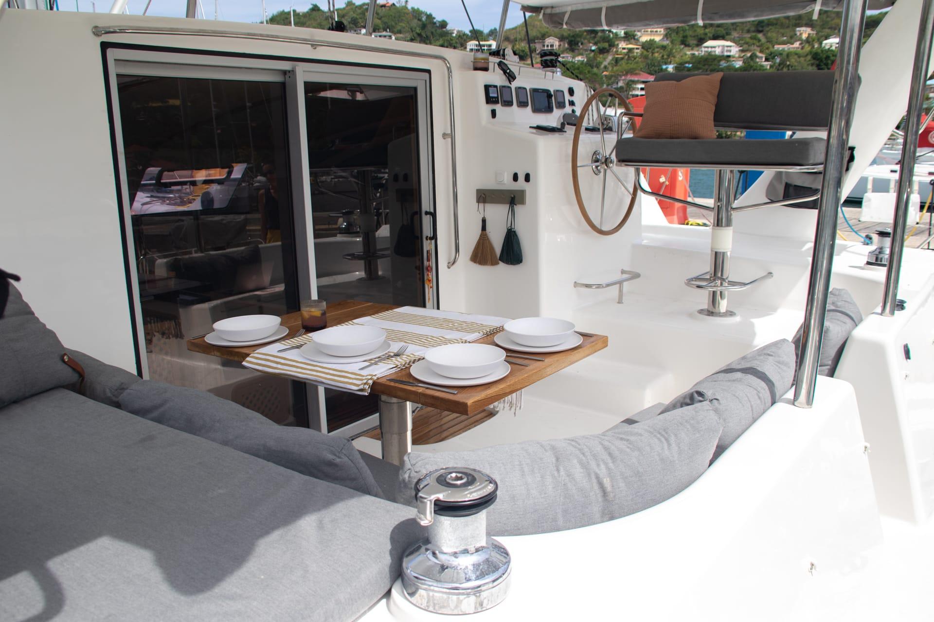 Admiral 40 Catamaran EVENFLOW deck