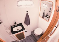 Admiral 40 Catamaran EVENFLOW head