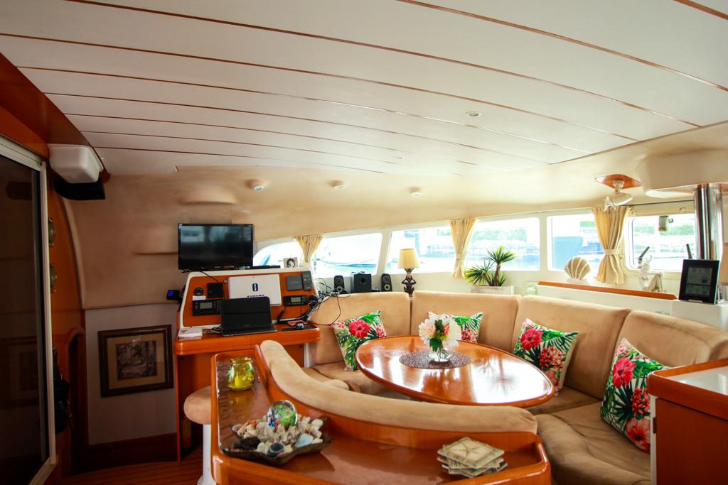 Lagoon 410 S2 Catamaran AT LAST salon seating