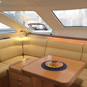 2000 Catana 431 Catamaran QUANDARY salon seating