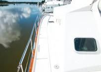 2003 Lagoon 43 Power Catamaran-BLUE MOON walkway