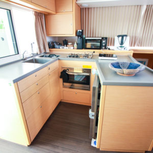 2019-Lagoon-450-F-Catamaran- galley