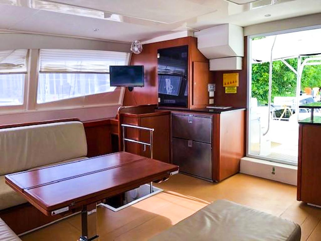 2013 Leopard 48 Catamaran KNOT ON CALL sold