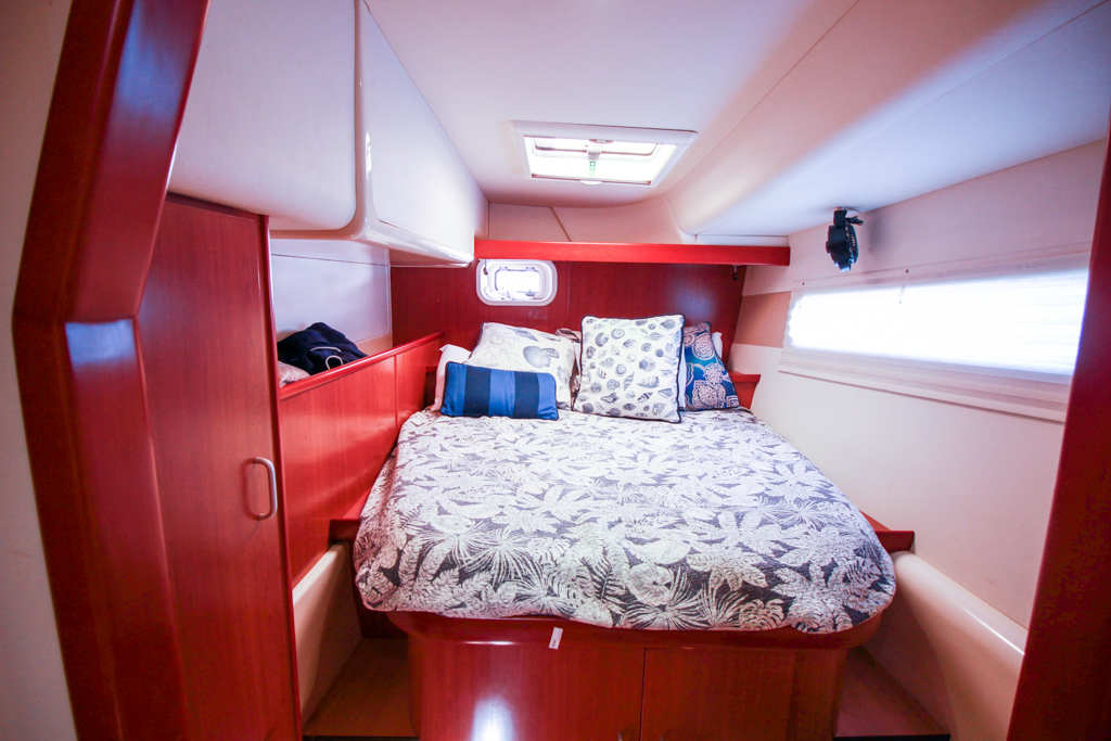 2011 Leopard 46 Catamaran DOUBLE DIAMOND guest cabin