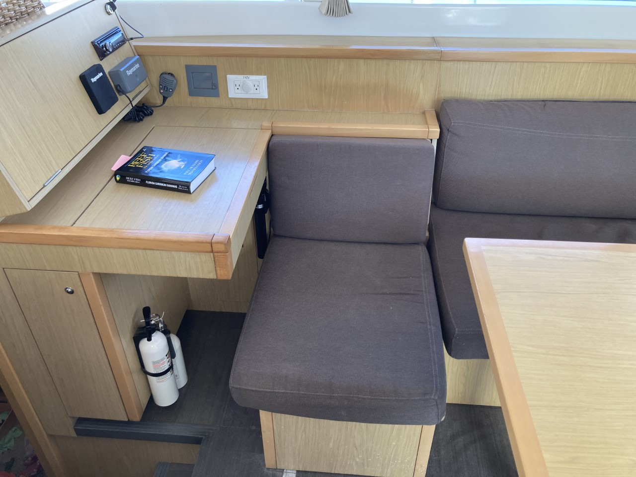 2014 lagoon 39 catamaran CARPE DIEM nav station seating