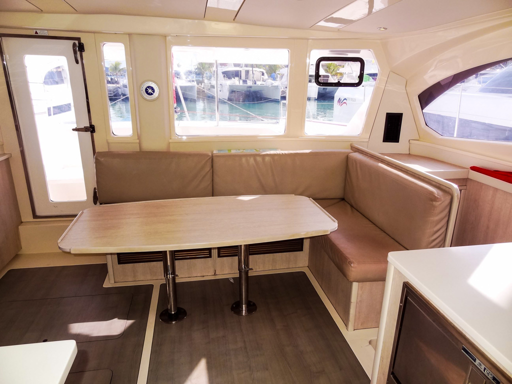 2015 Leopard 44 Catamaran LET IT GO - salon seating