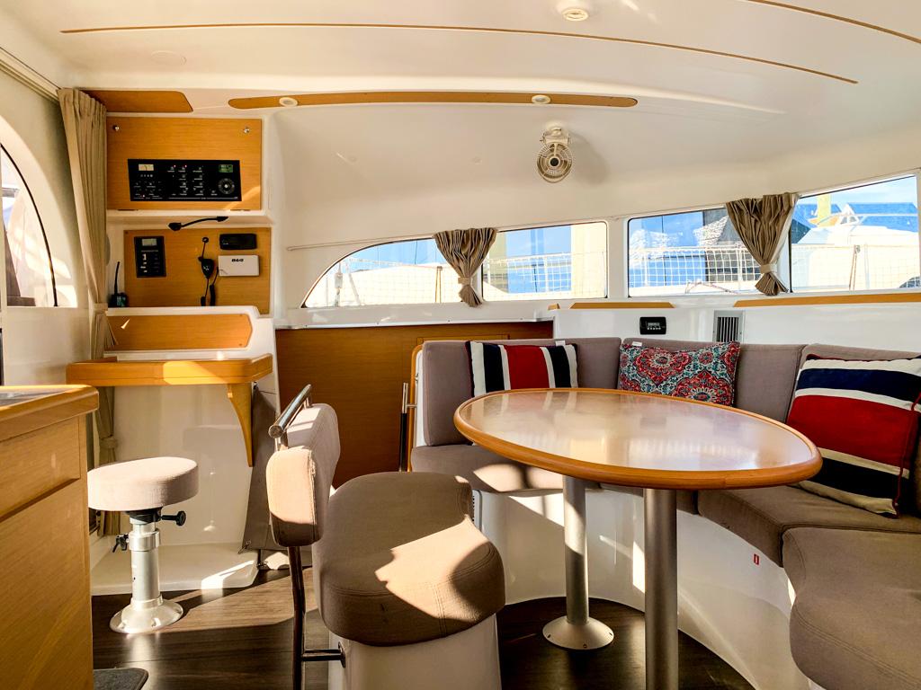 2018 Lagoon 380 Catamaran BLUE MIND salon