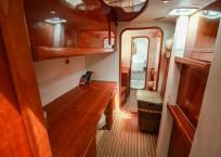 BIKINI - 1999 Privilege 465 Catamaran hallway